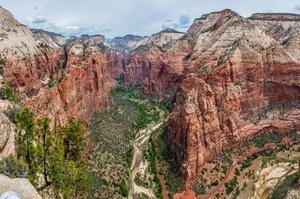 Hike Angels Landing Trail, Zion National Park, Utah